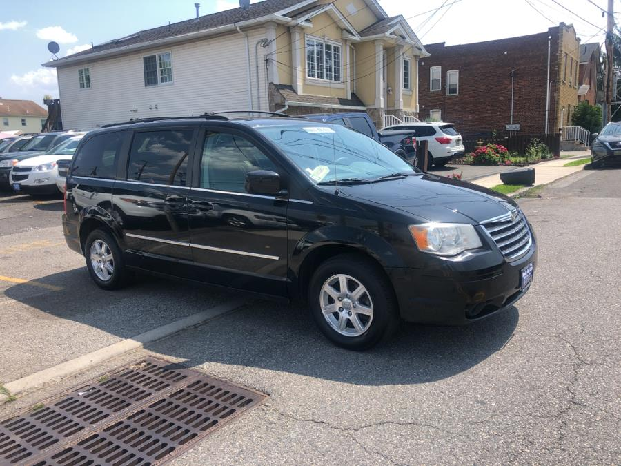 Used Chrysler Town & Country 4dr Wgn Touring 2009 | Route 46 Auto Sales Inc. Lodi, New Jersey