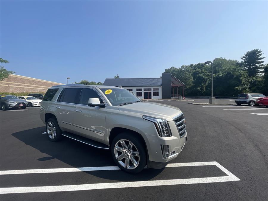 Used 2017 Cadillac Escalade in Stratford, Connecticut | Wiz Leasing Inc. Stratford, Connecticut