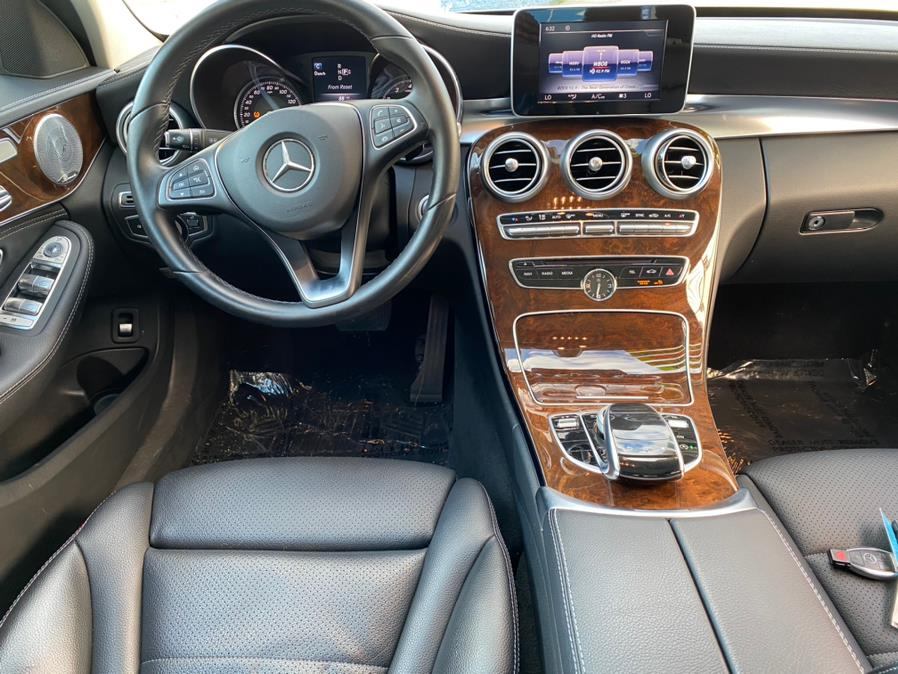 Used Mercedes-Benz C-Class 4dr Sdn C 300 Luxury 4MATIC 2015 | Capital Lease and Finance. Brockton, Massachusetts