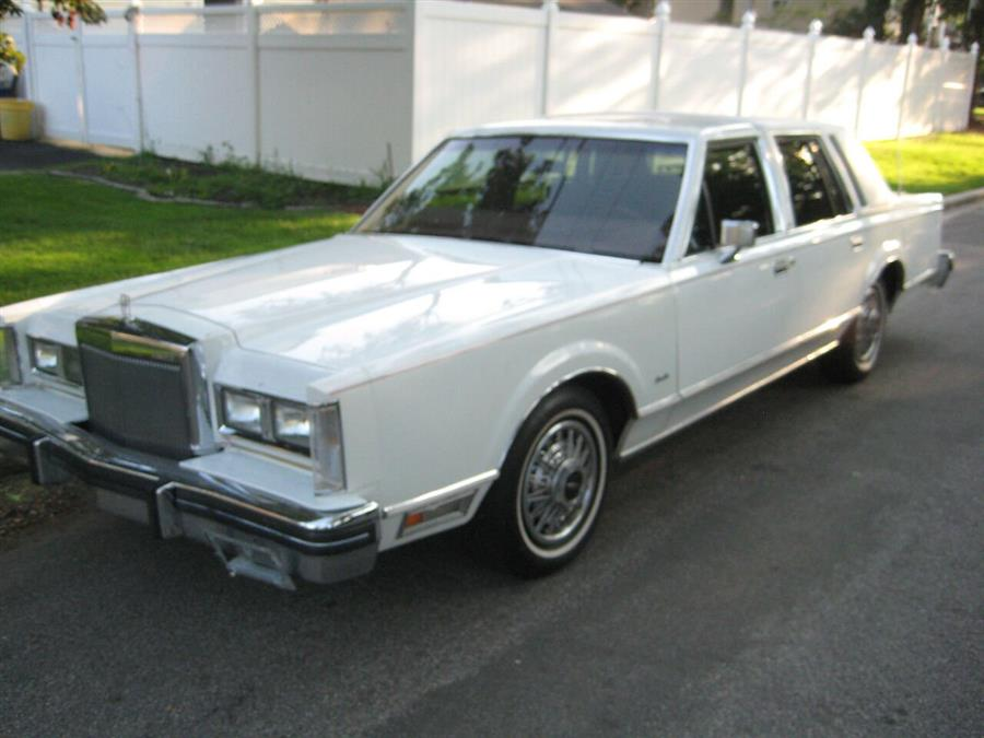 Used Lincoln Town Car Signature 4dr Sedan 1984 | Rite Choice Auto Inc.. Massapequa, New York
