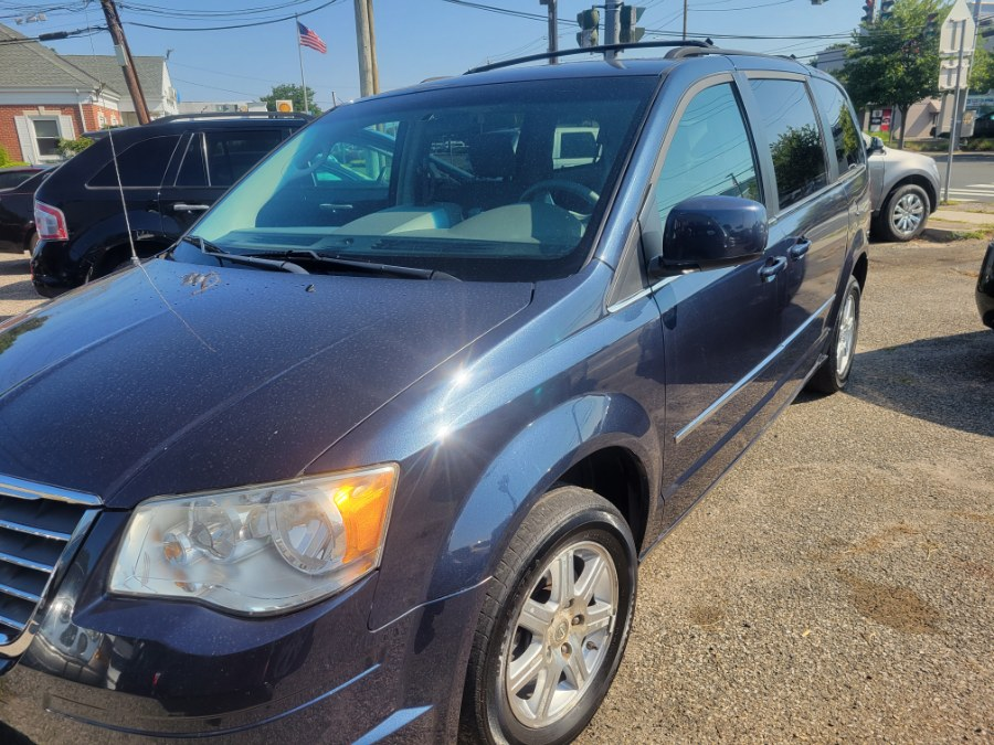 Used 2009 Chrysler Town & Country in Patchogue, New York | Romaxx Truxx. Patchogue, New York