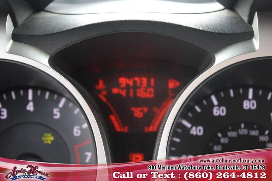 Used Nissan JUKE 5dr Wgn I4 CVT SV AWD 2011   Auto House of Luxury. Plantsville, Connecticut