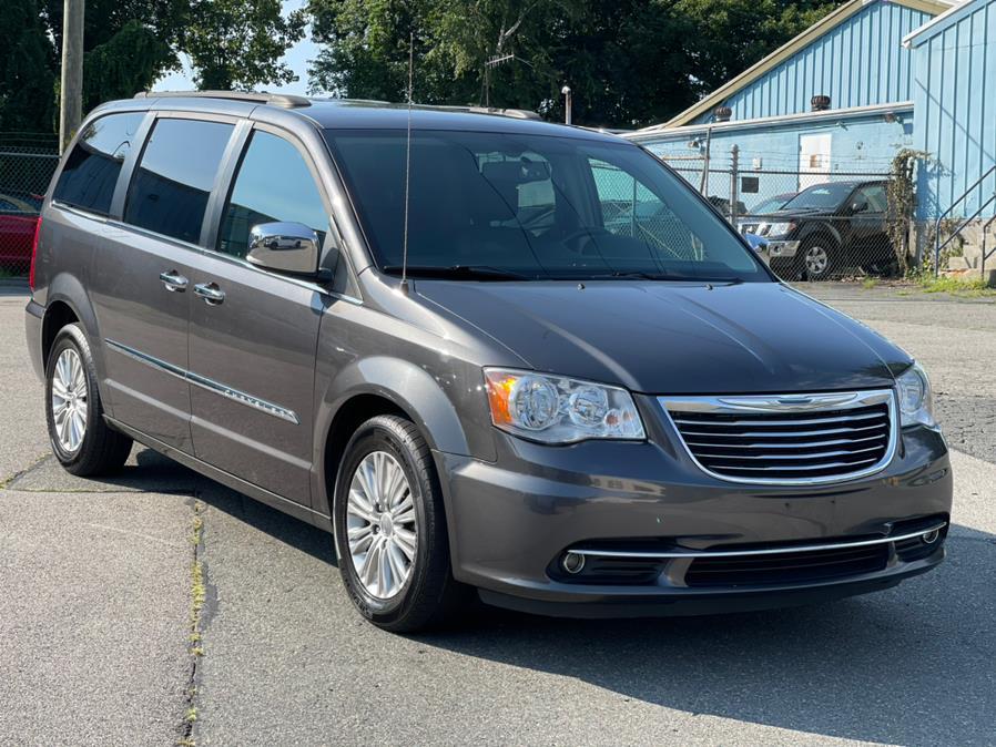 Used 2015 Chrysler Town & Country in Ashland , Massachusetts | New Beginning Auto Service Inc . Ashland , Massachusetts