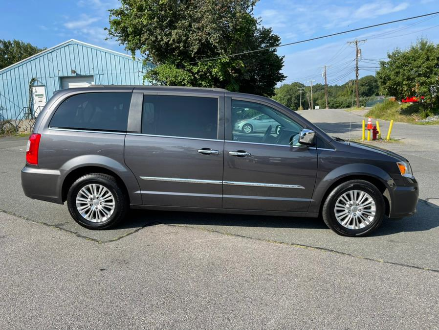 Used Chrysler Town & Country 4dr Wgn Touring-L 2015 | New Beginning Auto Service Inc . Ashland , Massachusetts