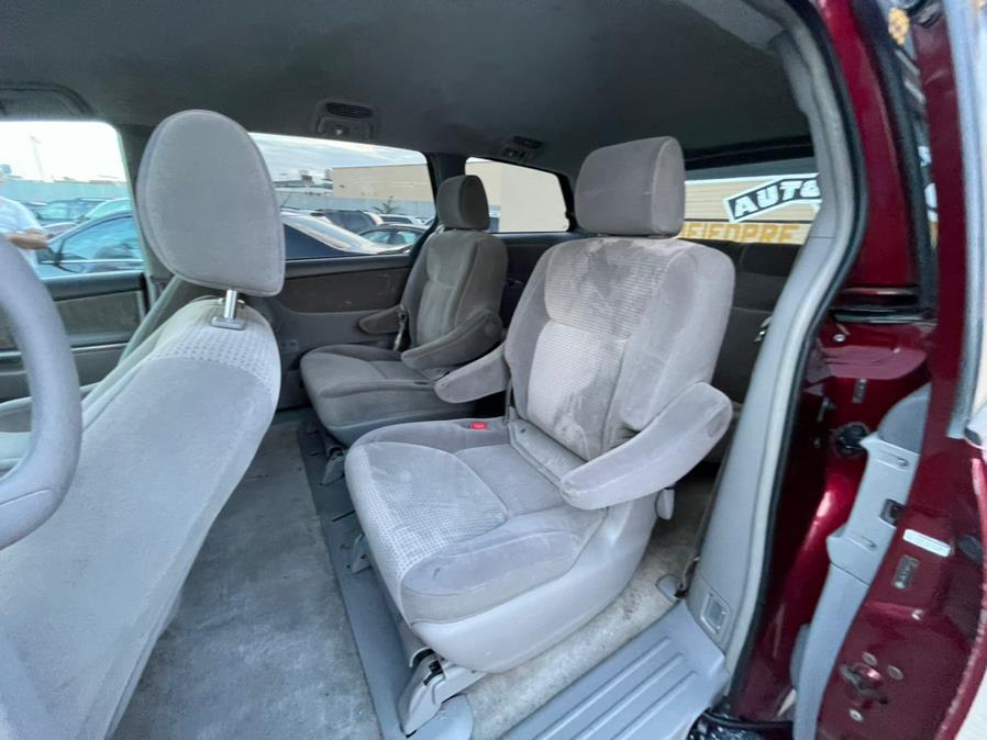 Used Toyota Sienna 5dr 7-Pass Van LE AWD 2008   Brooklyn Auto Mall LLC. Brooklyn, New York