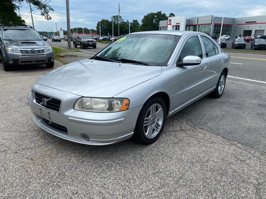 Used Volvo S60 4dr Sdn 2.5T FWD w/Sunroof 2009   Gas On The Run. Swansea, Massachusetts