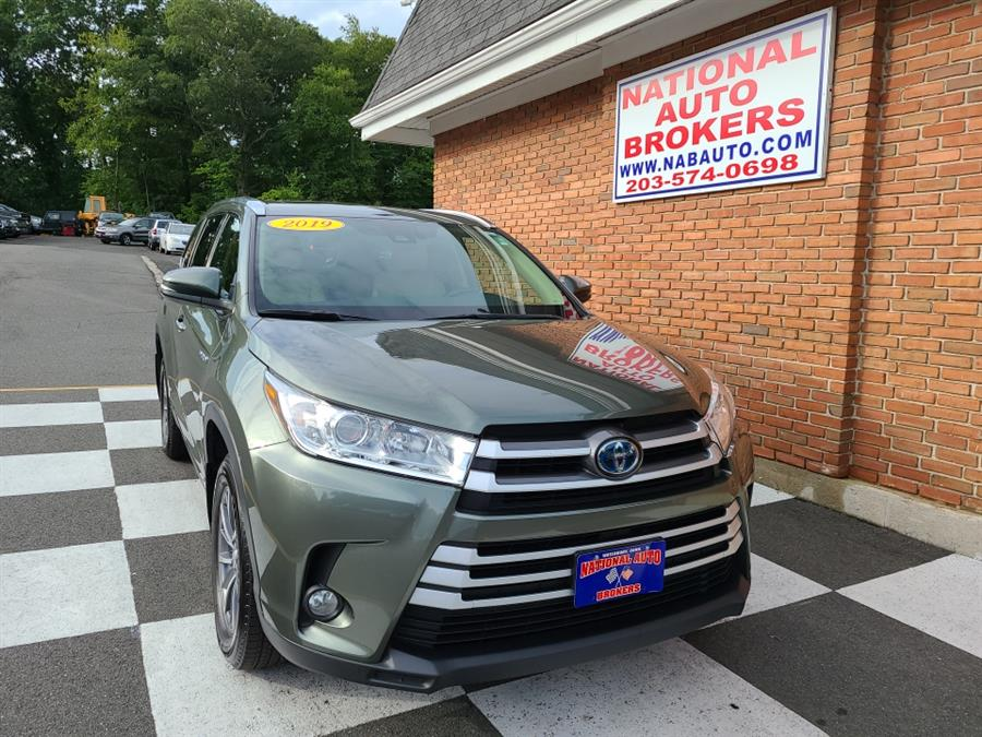 Used Toyota Highlander Hybrid XLE V6 AWD 2019 | National Auto Brokers, Inc.. Waterbury, Connecticut