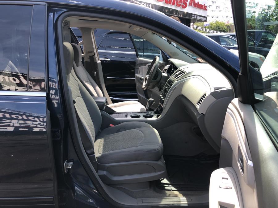 Used Chevrolet Traverse AWD 4dr LT w/1LT 2009 | Champion Auto Sales Of The Bronx. Bronx, New York