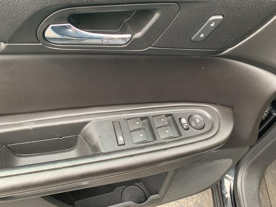 Used Chevrolet Traverse AWD 4dr LT w/1LT 2015 | Jim Juliani Motors. Waterbury, Connecticut