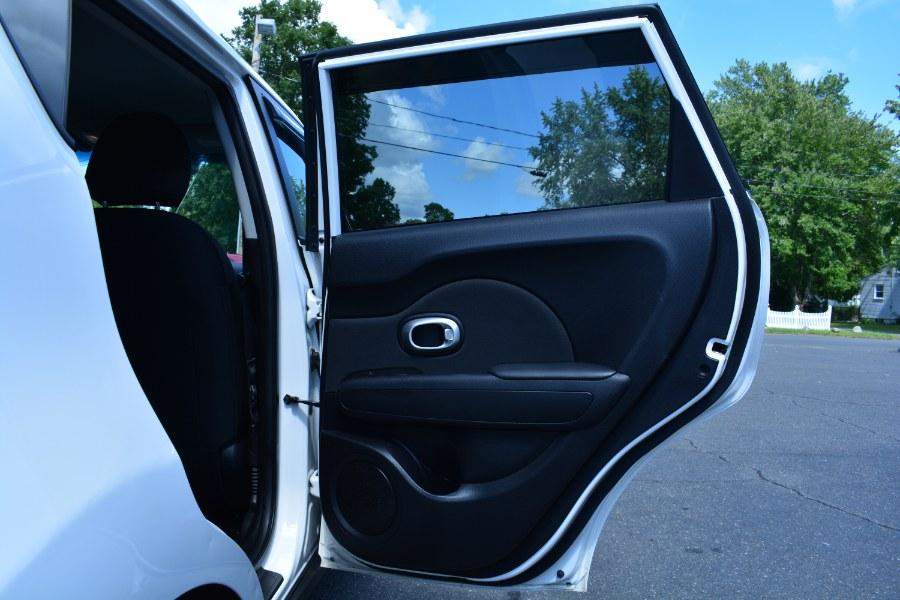 Used Kia Soul 5dr Wgn Auto Base 2015 | Longmeadow Motor Cars. ENFIELD, Connecticut