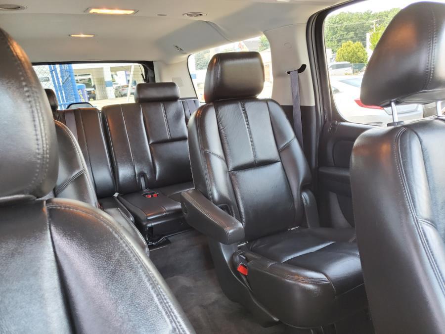 Used Chevrolet Suburban 4WD 4dr 1500 LT 2011 | Capital Lease and Finance. Brockton, Massachusetts