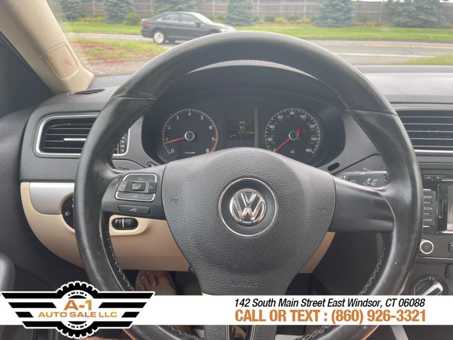 Used Volkswagen Jetta Sedan 4dr Auto SEL w/Sunroof PZEV 2011 | A1 Auto Sale LLC. East Windsor, Connecticut