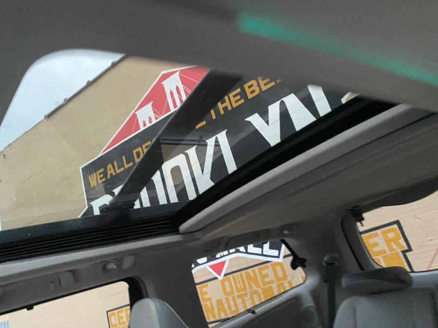 Used Toyota Sienna 5dr 7-Pass Van V6 Ltd AWD (Natl) 2014 | Brooklyn Auto Mall LLC. Brooklyn, New York