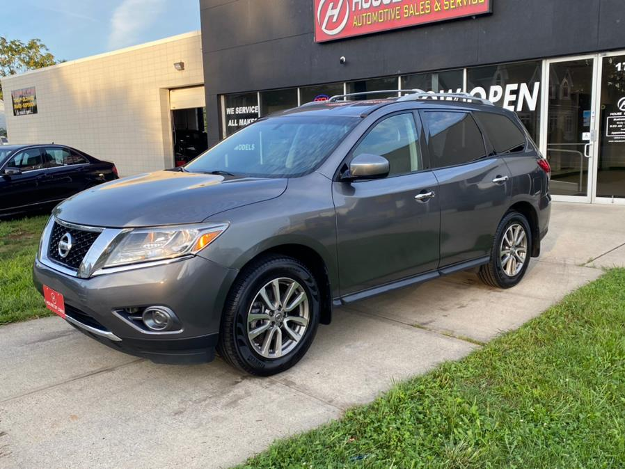 Used 2015 Nissan Pathfinder in Meriden, Connecticut | House of Cars CT. Meriden, Connecticut