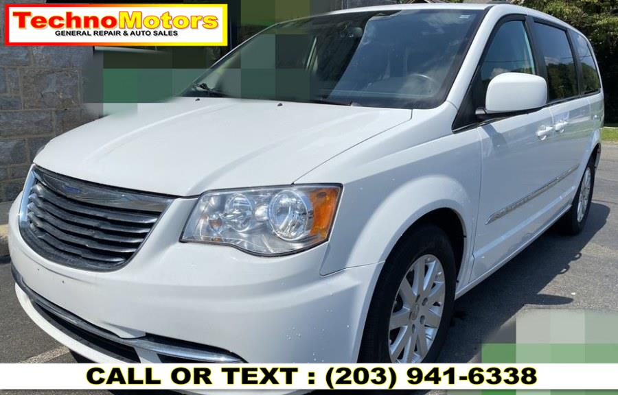Used 2015 Chrysler Town & Country in Danbury , Connecticut   Techno Motors . Danbury , Connecticut