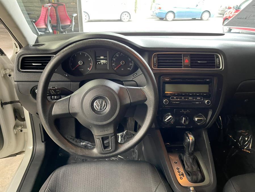 Used Volkswagen Jetta Sedan 4dr Auto SE w/Convenience & Sunroof PZEV 2011 | U Save Auto Auction. Garden Grove, California