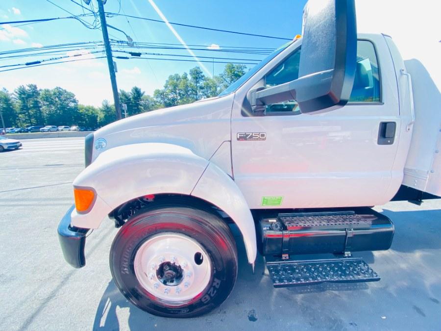 Used Ford Super Duty F-750 Straight Frame 26 FEET DRY BOX + CUMMINS ENGINE + RAMP + NO CDL 2015 | NJ Truck Spot. South Amboy, New Jersey