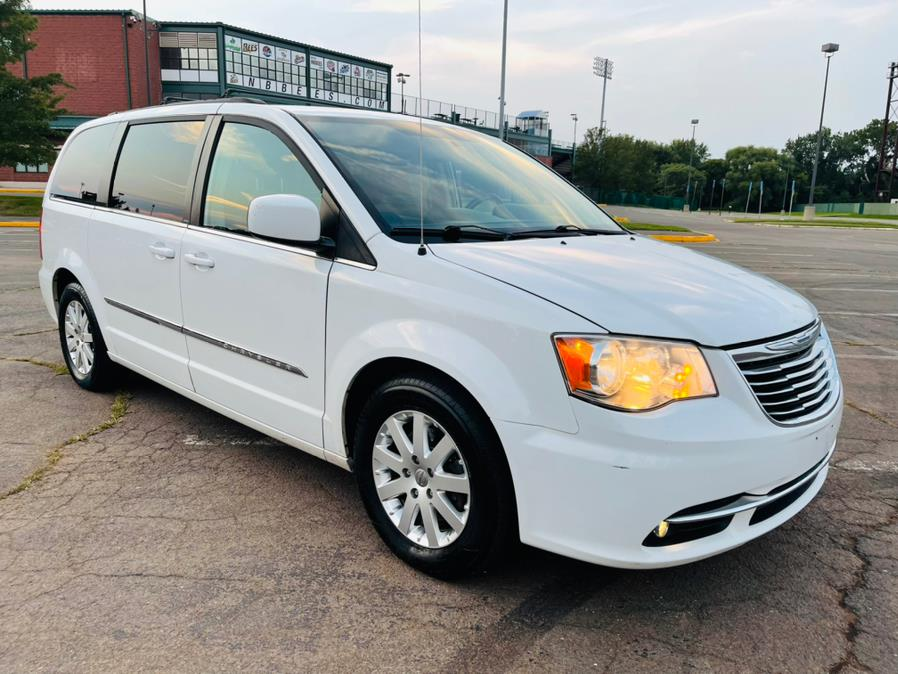 Used Chrysler Town & Country 4dr Wgn Touring 2014 | Supreme Automotive. New Britain, Connecticut