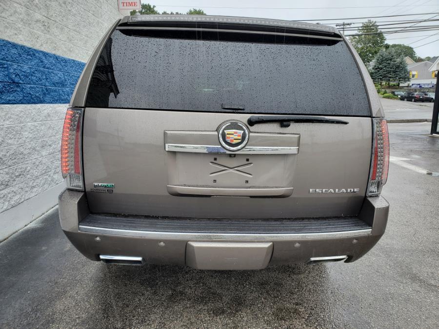 Used Cadillac Escalade ESV AWD 4dr Premium 2012 | Capital Lease and Finance. Brockton, Massachusetts