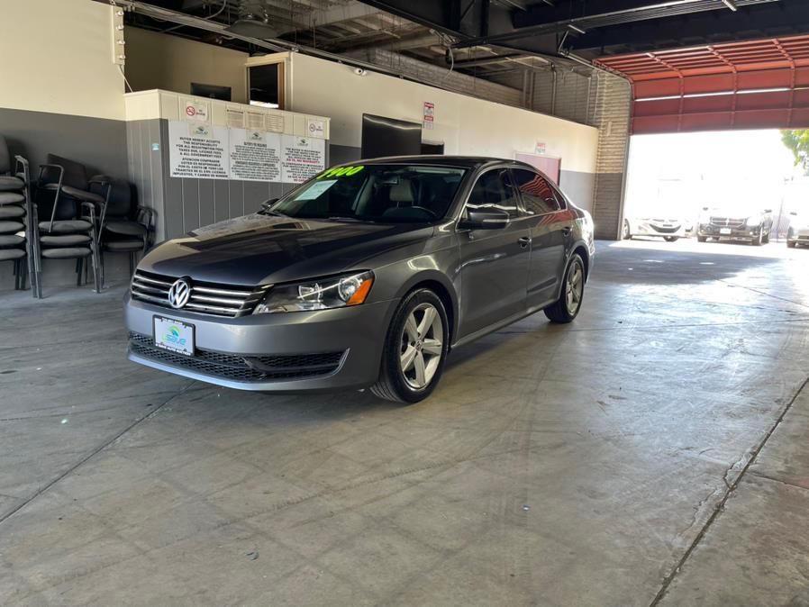 Used Volkswagen Passat 4dr Sdn 2.5L Auto SE w/Sunroof & Nav PZEV 2012 | U Save Auto Auction. Garden Grove, California
