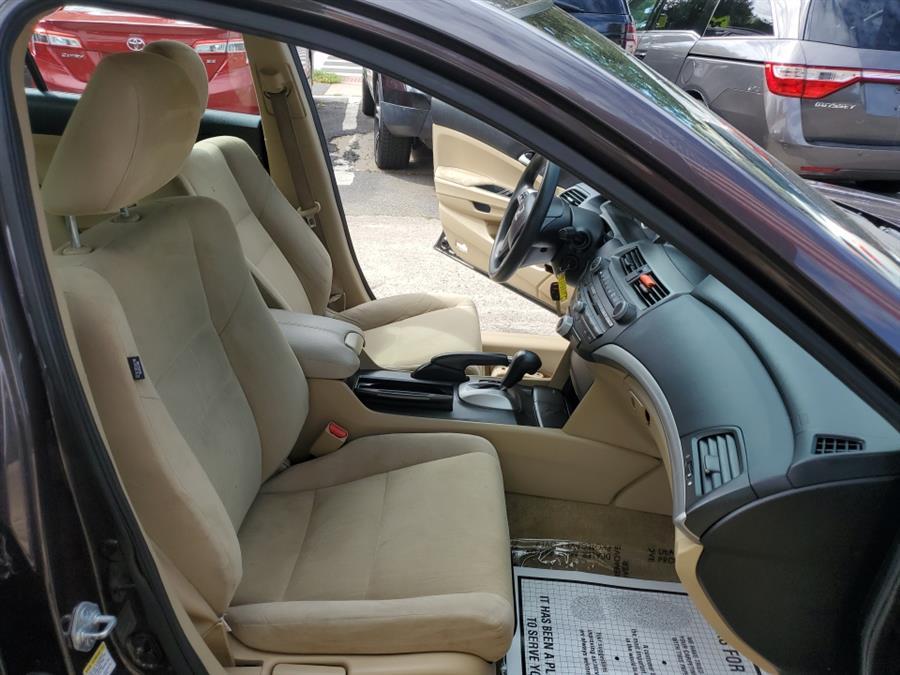 Used Honda Accord Sdn 4dr I4 Auto LX-P 2011 | Melrose Auto Gallery. Melrose, Massachusetts