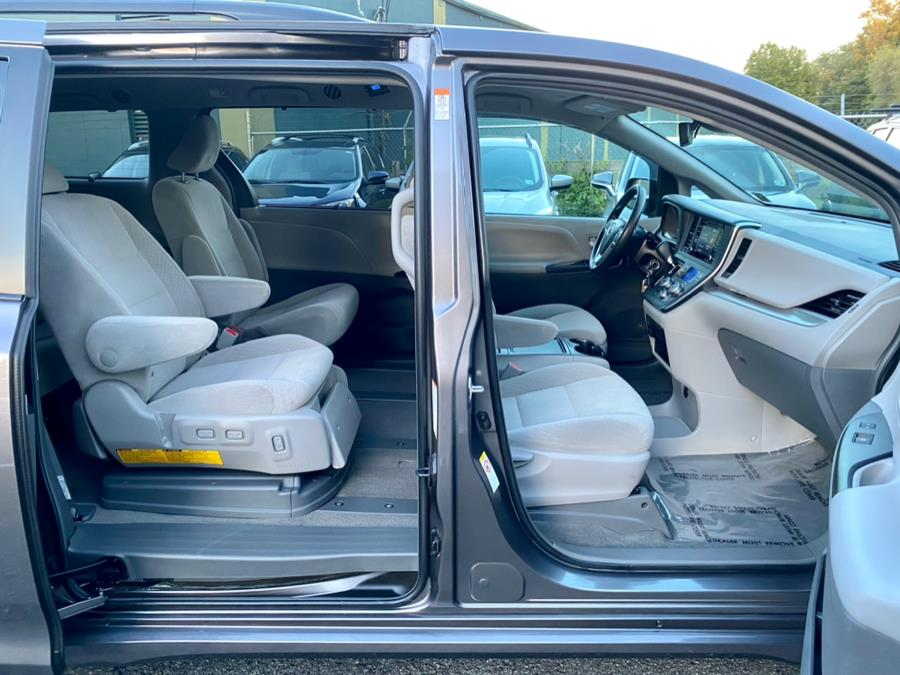 Used Toyota Sienna LE Auto Access Seat FWD 7-Passenger (Natl) 2019 | Easy Credit of Jersey. South Hackensack, New Jersey