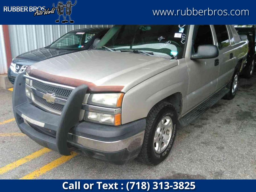 """Used Chevrolet Avalanche 1500 5dr Crew Cab 130"""" WB 4WD LS 2006   Rubber Bros Auto World. Brooklyn, New York"""