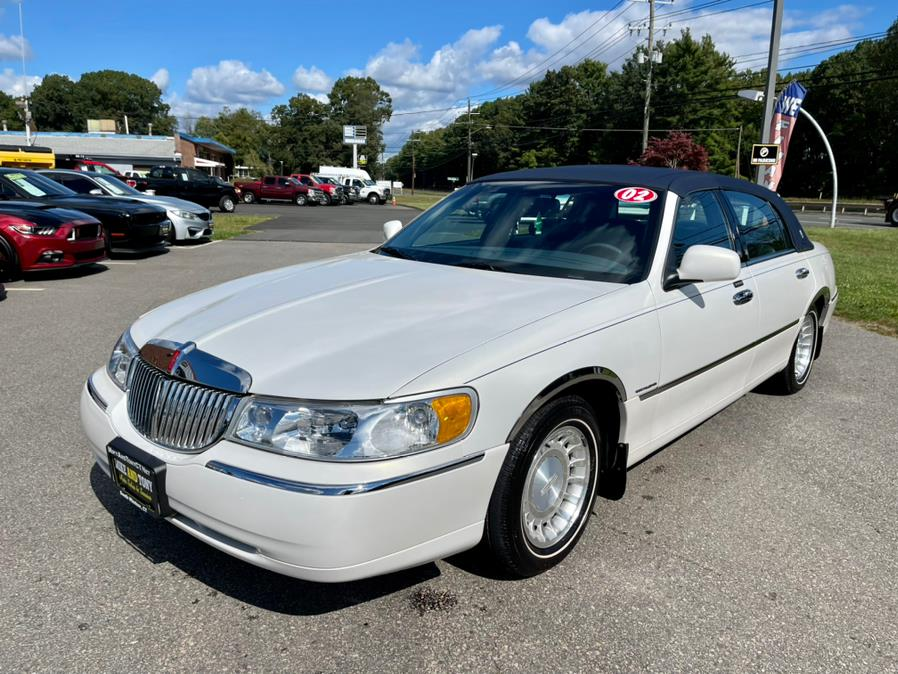 Used Lincoln Town Car 4dr Sdn Executive 2002   Mike And Tony Auto Sales, Inc. South Windsor, Connecticut