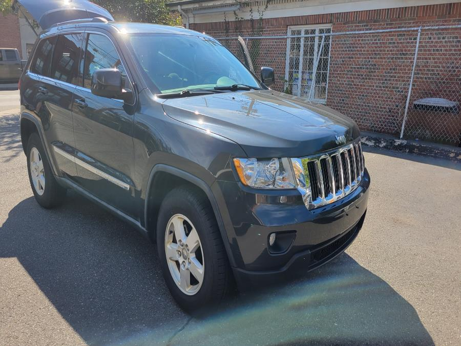 Used 2011 Jeep Grand Cherokee in Shelton, Connecticut | Center Motorsports LLC. Shelton, Connecticut