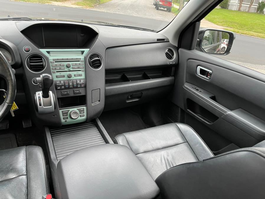 Used Honda Pilot 4WD 4dr Touring w/RES & Navi 2011 | Central Auto Sales & Service. New Britain, Connecticut
