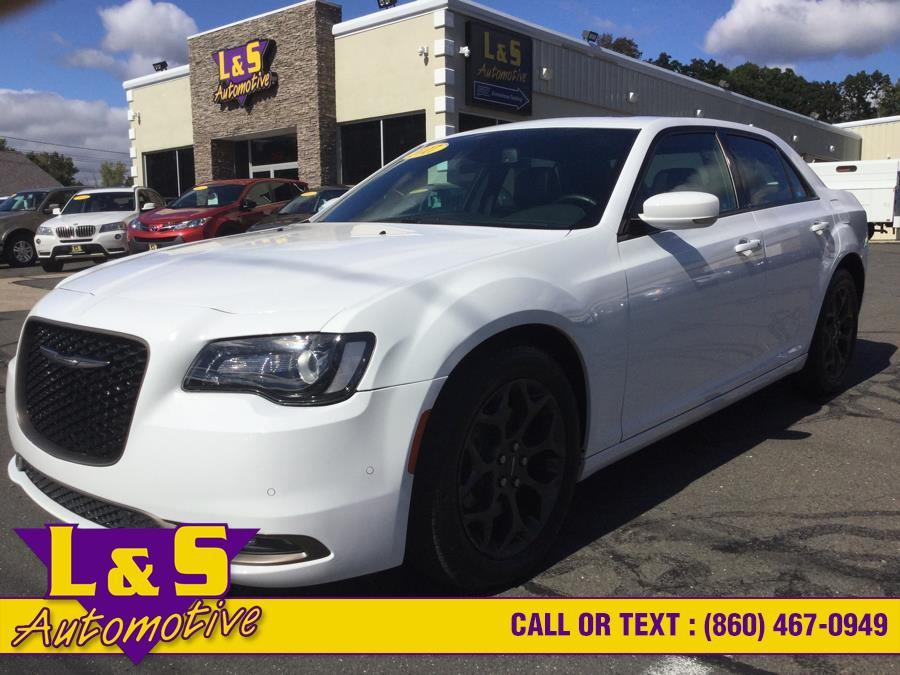 Used 2017 Chrysler 300 in Plantsville, Connecticut | L&S Automotive LLC. Plantsville, Connecticut