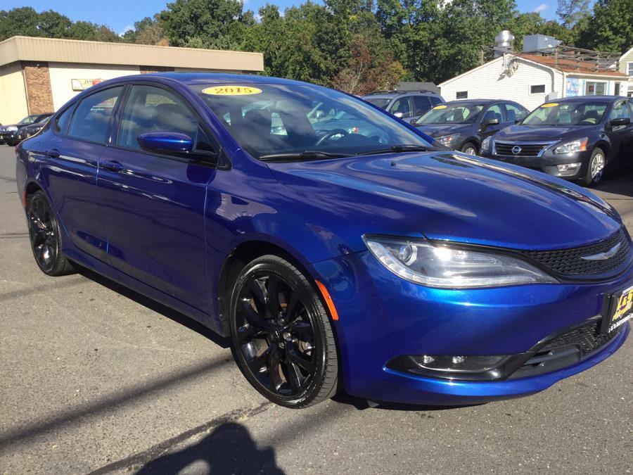 Used Chrysler 200 4dr Sdn S AWD 2015   L&S Automotive LLC. Plantsville, Connecticut