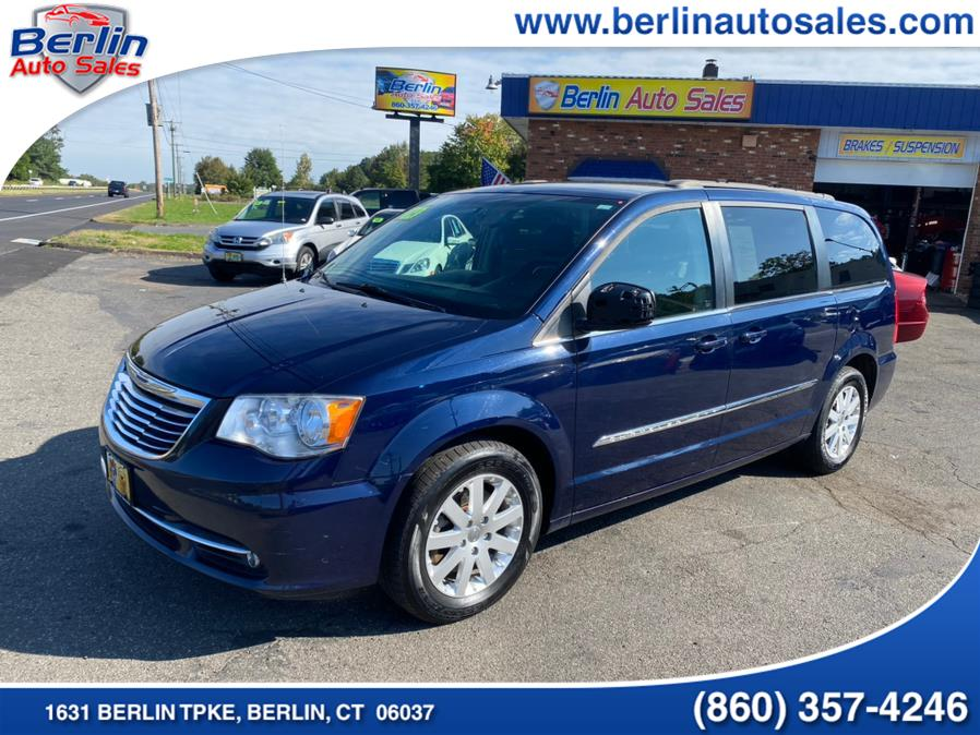 Used 2014 Chrysler Town & Country in Berlin, Connecticut | Berlin Auto Sales LLC. Berlin, Connecticut