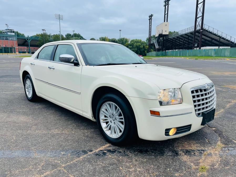 Used Chrysler 300 4dr Sdn Touring RWD Fleet 2010   Supreme Automotive. New Britain, Connecticut
