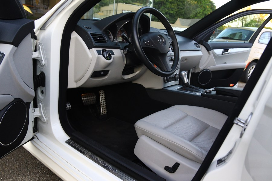 Used Mercedes-Benz C-Class 4dr Sdn 3.0L Luxury RWD 2009 | Performance Imports. Danbury, Connecticut