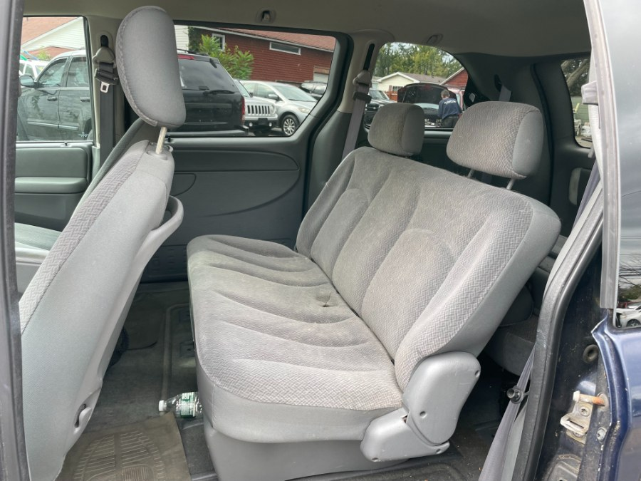 Used Chrysler Town & Country 4dr SWB FWD 2005 | CT Car Co LLC. East Windsor, Connecticut