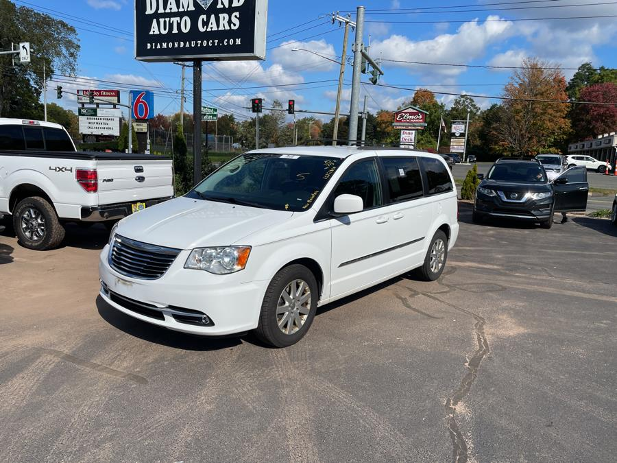 Used 2015 Chrysler Town & Country in Vernon, Connecticut | Diamond Auto Cars LLC. Vernon, Connecticut