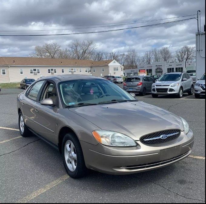 Used Ford Taurus 4dr Sdn SES Standard 2003 | Payless Auto Sale. South Hadley, Massachusetts