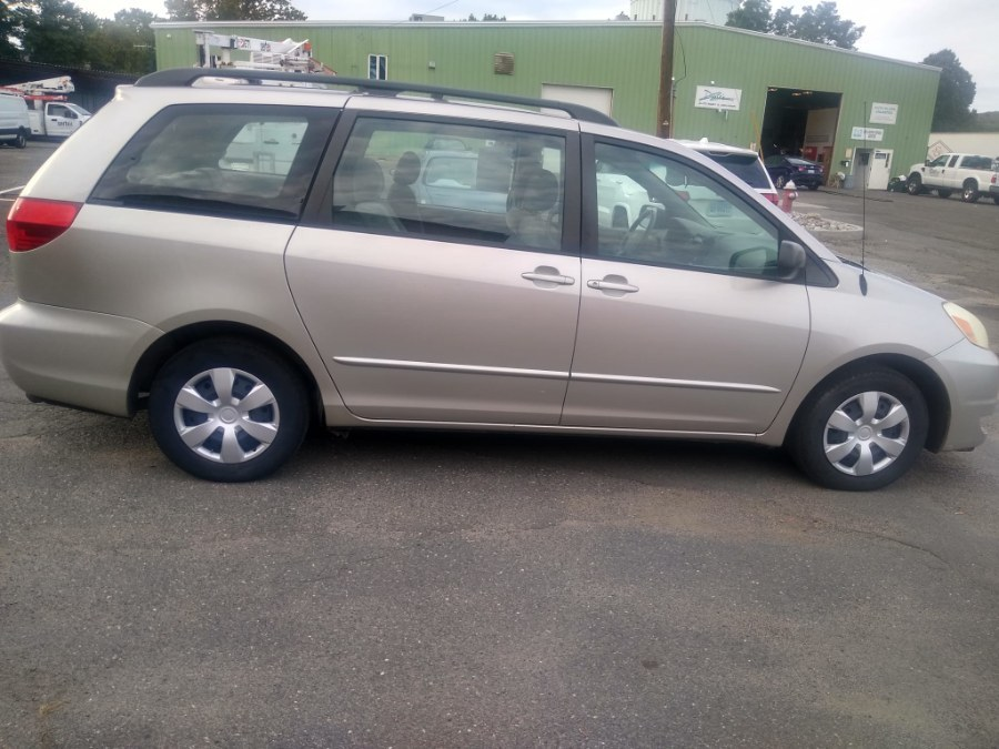 Used Toyota Sienna 5dr CE FWD 8-Passenger (Natl) 2004 | Payless Auto Sale. South Hadley, Massachusetts