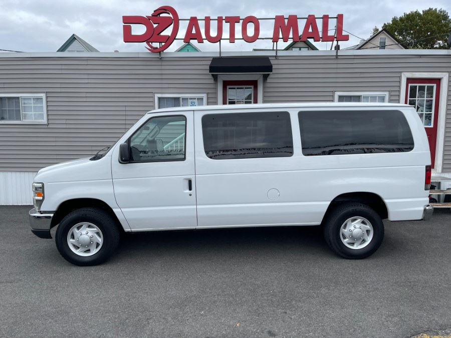 Used Ford Econoline Wagon E-350 Super Duty XLT 2008 | DZ Automall. Paterson, New Jersey